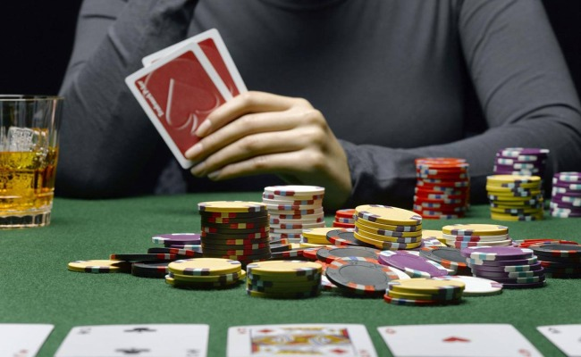 Memperhatikan Wajah Player Poker
